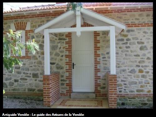Porche habillage briques et pierres joints à la chaux Bois de la Chaize (Noirmoutier)